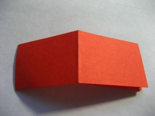 Складываем края с обеих сторон в середину.  Переворачиваем заготовку.  Схема оригами тигра из модулей.