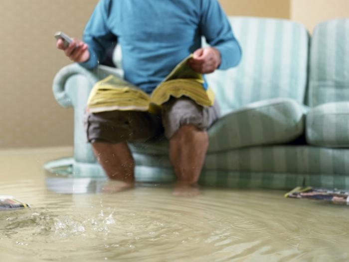 Как избавиться от запаха после затопления квартиры