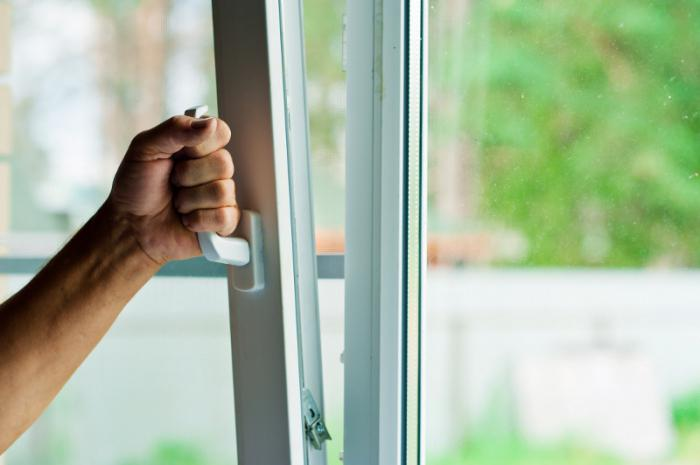 how to install plastic windows