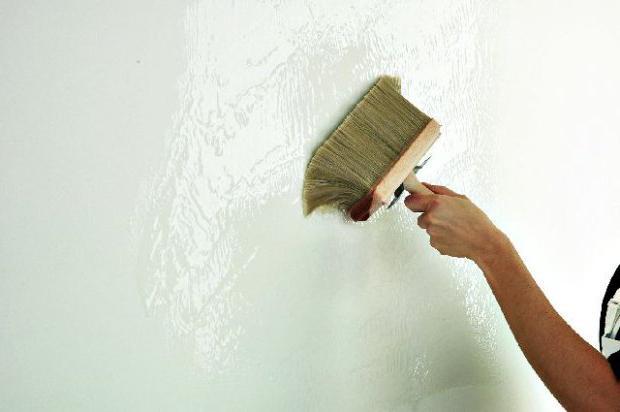 Грунтовка для подготовки стены к поклейке обоев