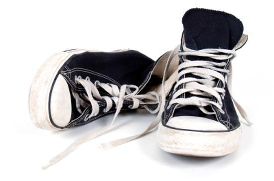 Как стирать кроссовки в стиральной машине? Можно ли стирать кроссовке в машинке и как это правильно делать?
