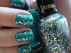 fashion paint nails in different colors