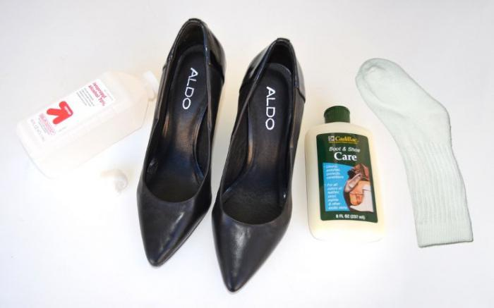 How to carry leather shoes