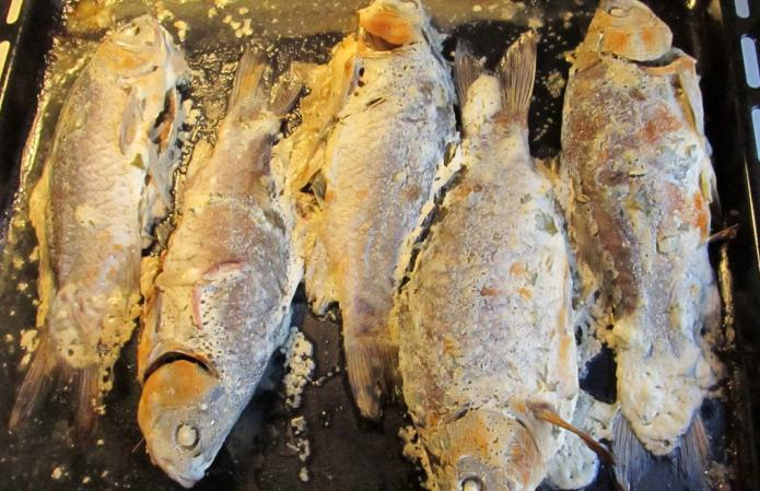 Baked carp in the oven