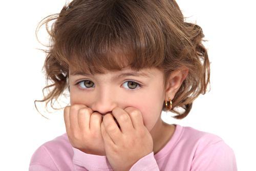 Ребенок грызет ногти: как отучить? Рекомендации врачей