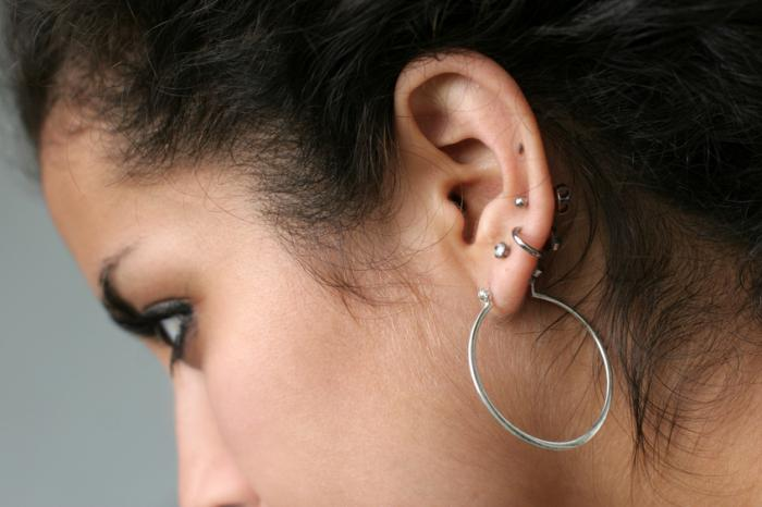 how to pierce the ear at home