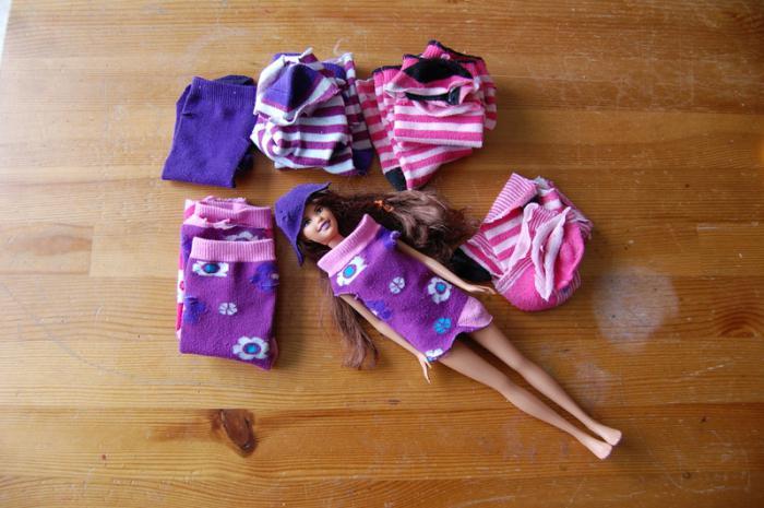 Как сделать платье для куклы из носка своими руками