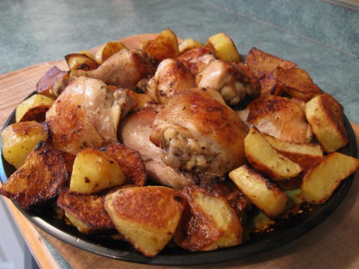 как потушить картошку в духовке с курицей рецепт