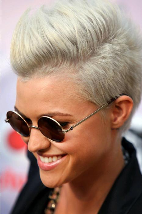 Женская причёска на короткие волосы