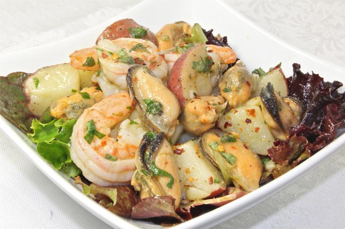 Салат из кальмаров и мидий рецепты с