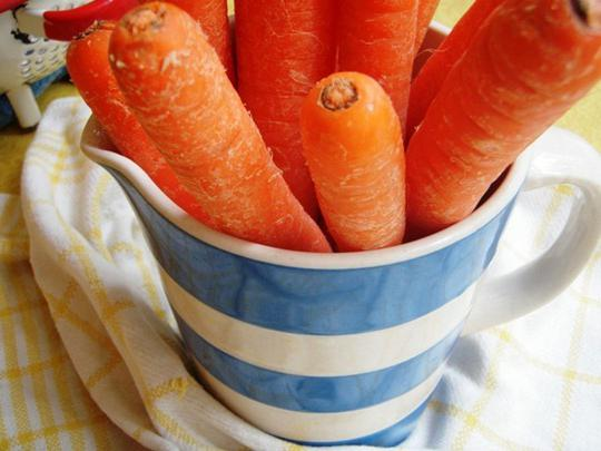 how to store carrots in the fridge