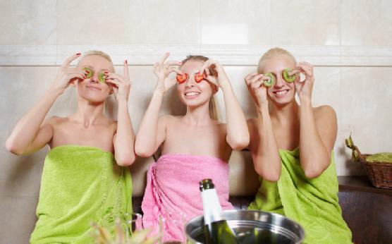 Подружками в сауне фото