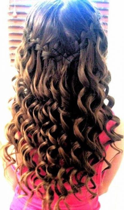 прически с плетением на средние волосы