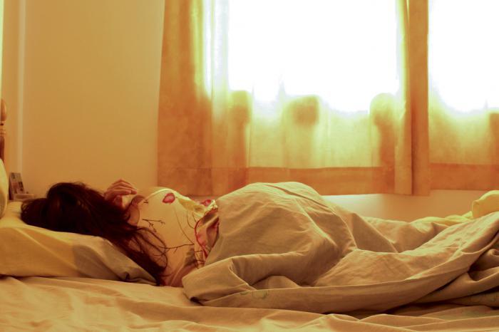 Почему дергается рука и нога во сне