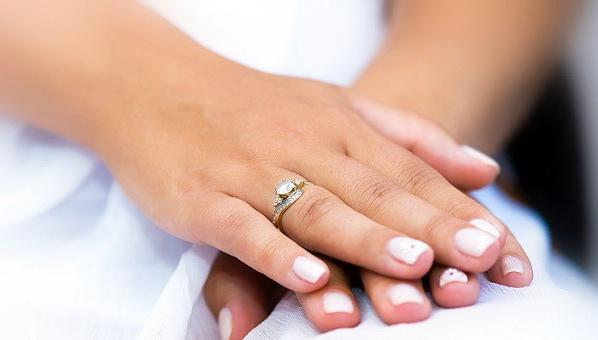 Engagement ring on which hand