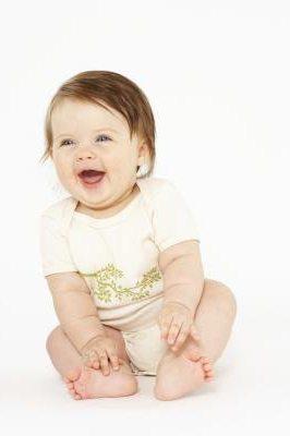 Вопросы детского развития: когда можно сажать ребенка