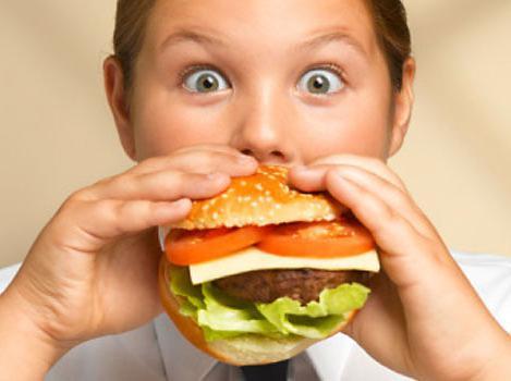 Подросток ест бумагу чего не хватает
