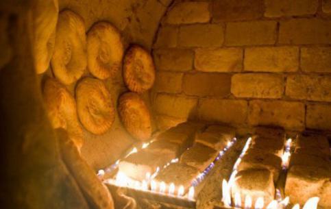 Uzbek cakes in tandoor