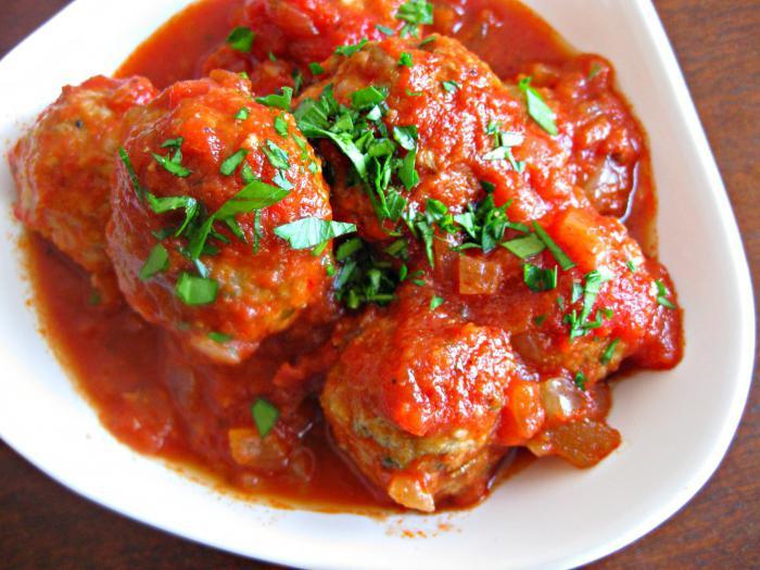 Фрикадельки с томатной пастой