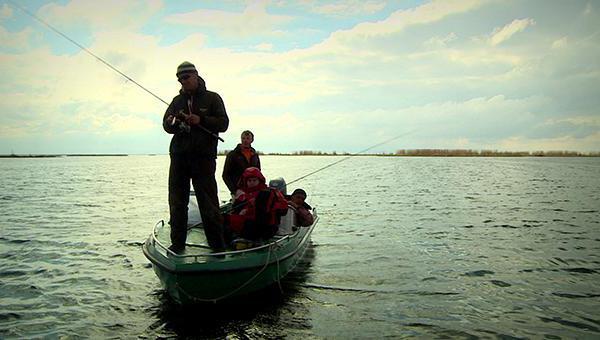 как ловить сазана с лодки