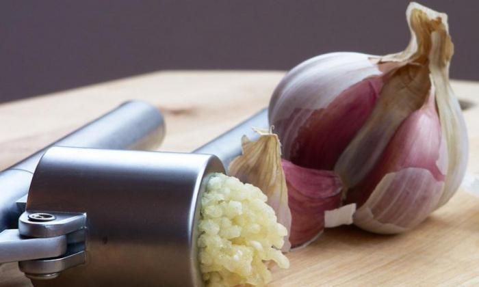 cleaning vessels with folk remedies garlic