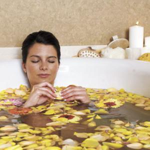 why pregnant women should not take a bath