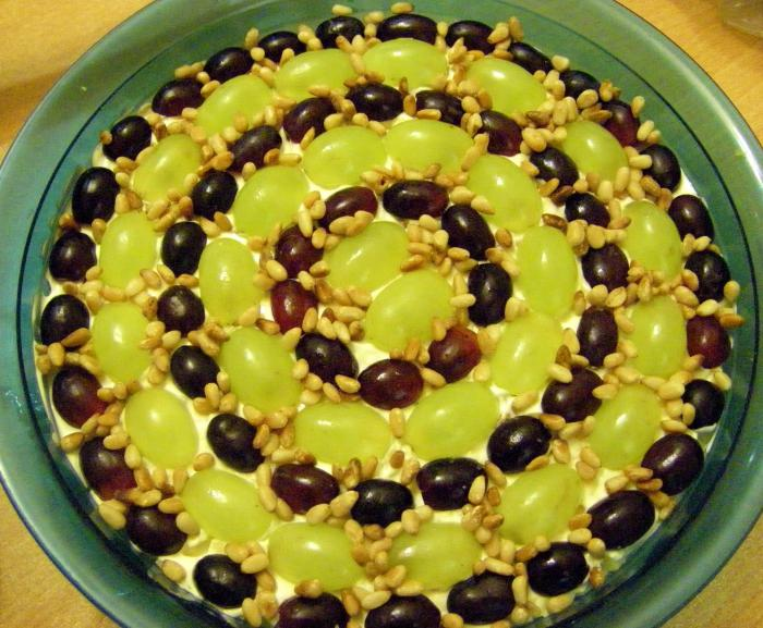 Салат тиффани с курицей и виноградом кедровыми орешками рецепт с