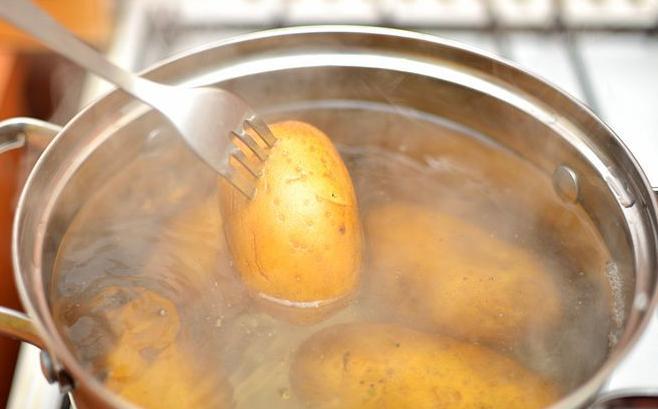 potato in a multicooker