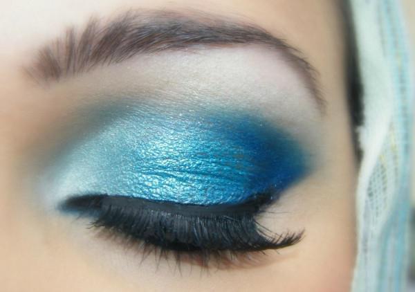 макияж для серо голубых глаз и темных волос