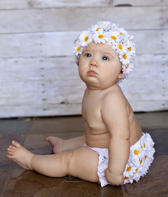 Когда девочку можно ставить на ножки?