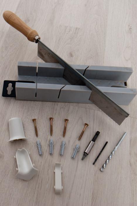 Как крепить плинтуса пластиковые к бетонной стене