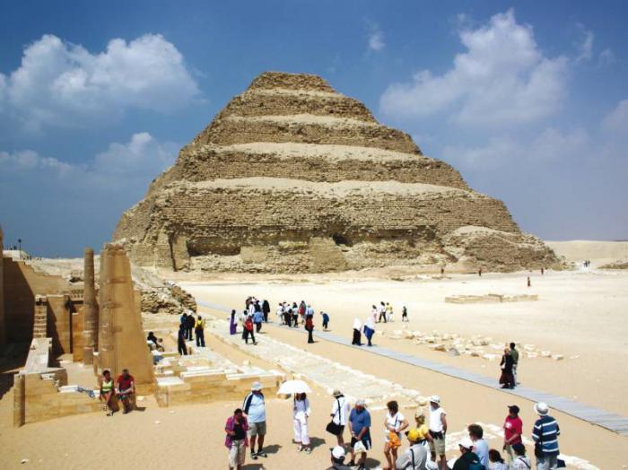 pyramids in egypt where are