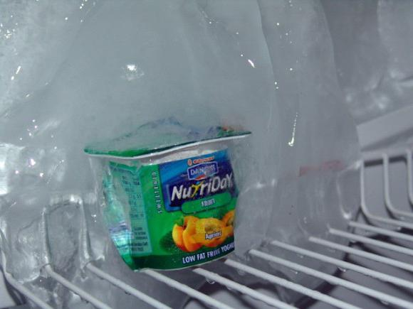 how to quickly defrost the refrigerator