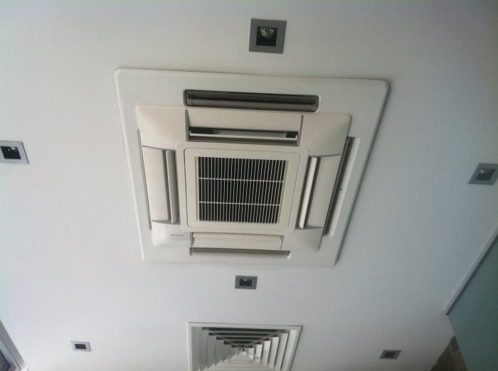 how does a mobile air conditioner work