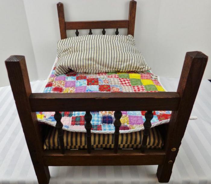 Кровать для большой куклы своими руками