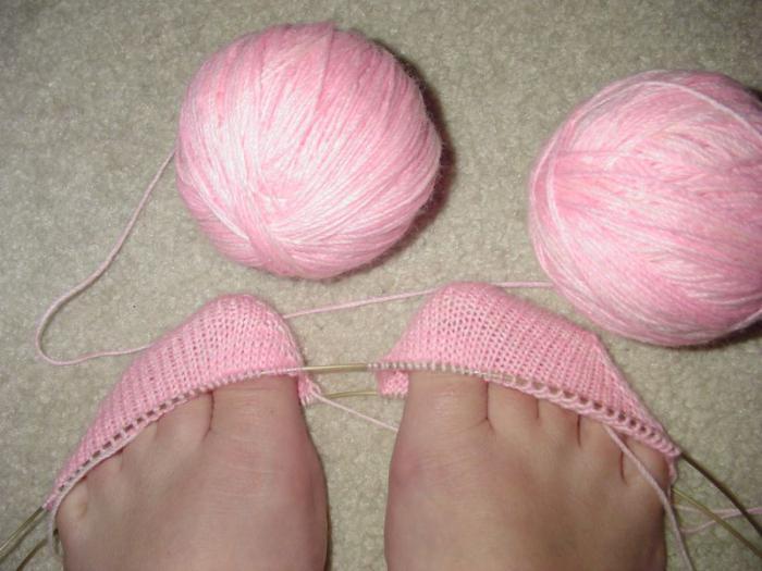 Как связать на двух спицах носки и тапочки