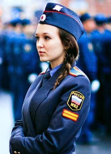 фото девушек в униформе