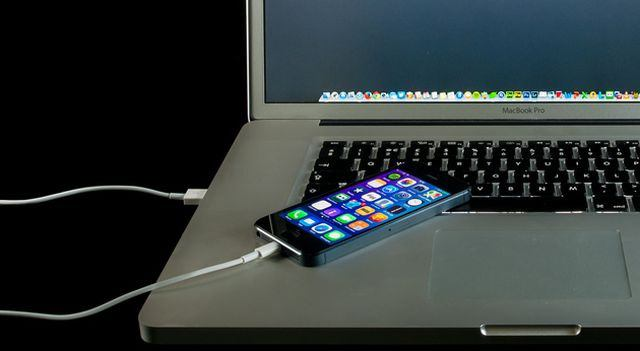 How to charge the phone battery from the computer?