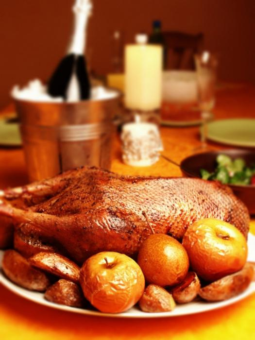 goose with apples in the oven