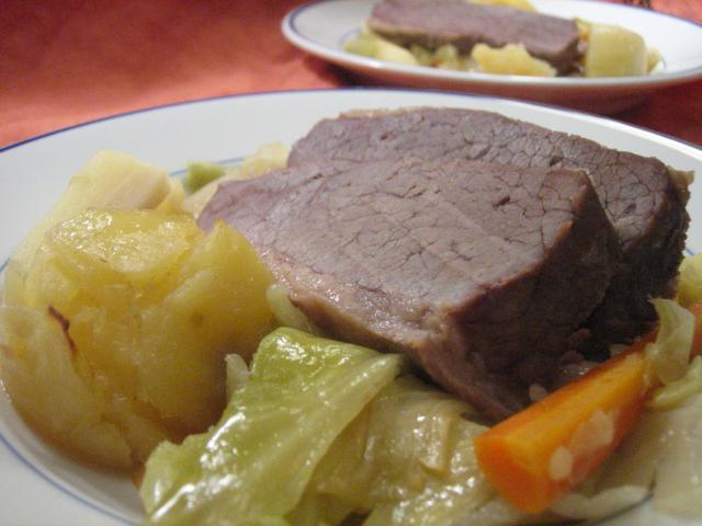 Отварная говядина и блюда из нее