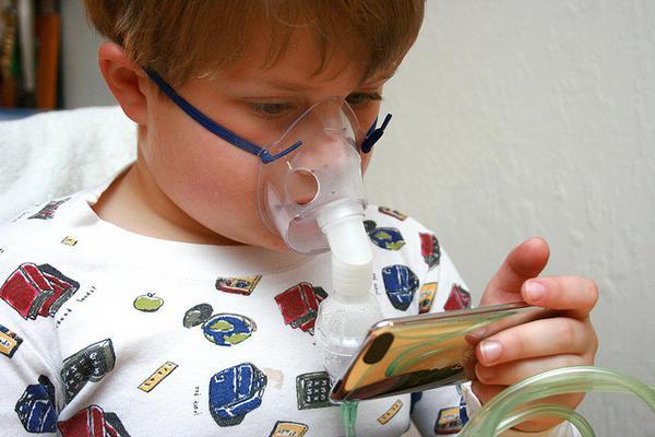 Как в домашних условиях лечить ребенку ларинготрахеит