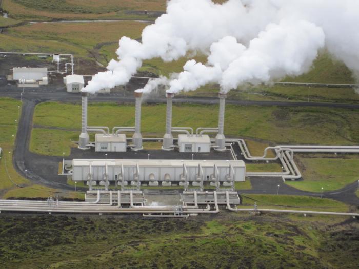 Какие экологические преимущества имеет геотермальная электростанция перед ТЭС?