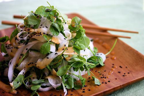 Daikon salad: recipes.