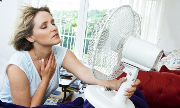 Девушки и женщины дышут своим воздухом и потеют дома  89469