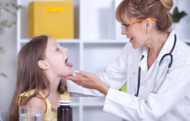 у ребенка плохой запах изо рта причины