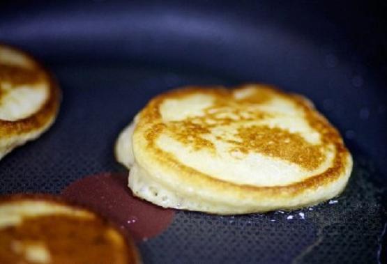 Как сделать тесто на оладьи на воде и дрожжах