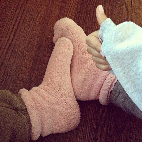 мерзнут конечности ног почему симптомы
