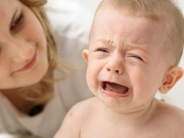 Как понять что ребёнок плачет из-за зубов