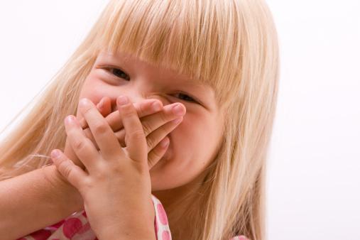 запах изо рта у ребенка утром