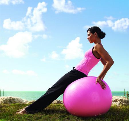 Упражнение с гимнастическим мячом в картинках